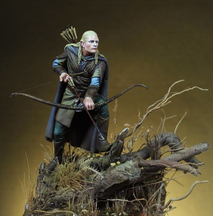 Elf archer in 54mm scale, painted by a fellow from Spain I believe. Yes it looks like Orlando Bloom in Lord of the Rings, no it isn't a licensed model.