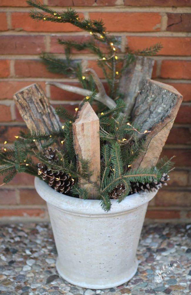 DIY Garten gestalten, Blumentopf dekorieren mit Lichterketten und Tannenzweigen