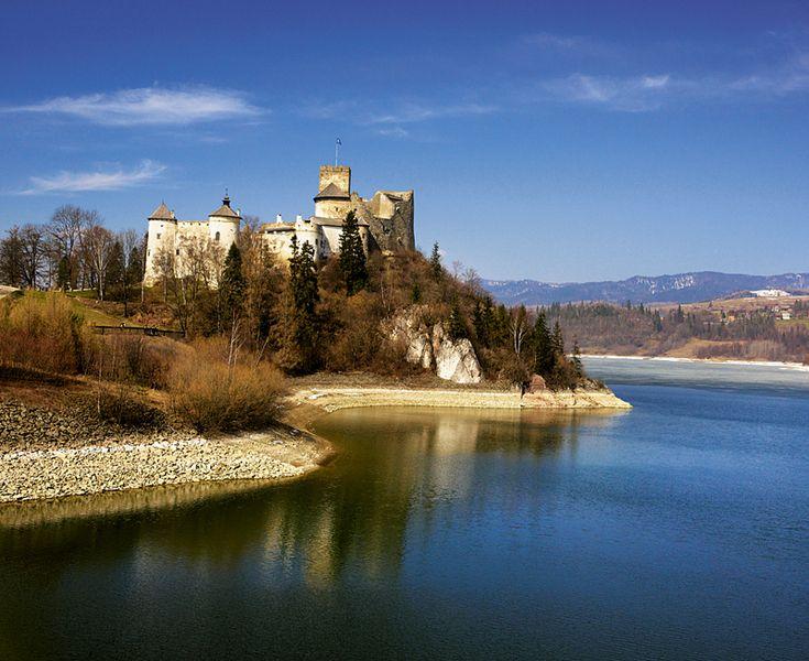 Zamek nad jeziorem Stryszawskim