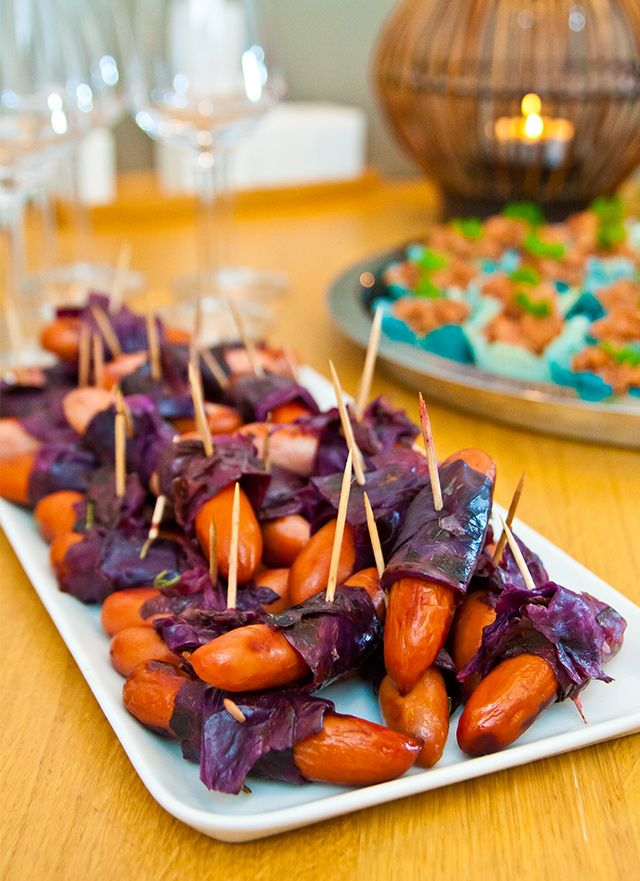 Prinskorvar i rödkål ~ Sausages wrapped in sweet and sour red cabbage.