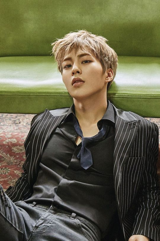 """Holy shit, that's Xiumin??"" My exact words just now..  damn, there's something sexy about a hot man on the floor..."
