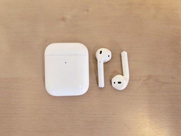 Used Like New Apple Aripods Apple Airpods 2 Apple Iphone Apple