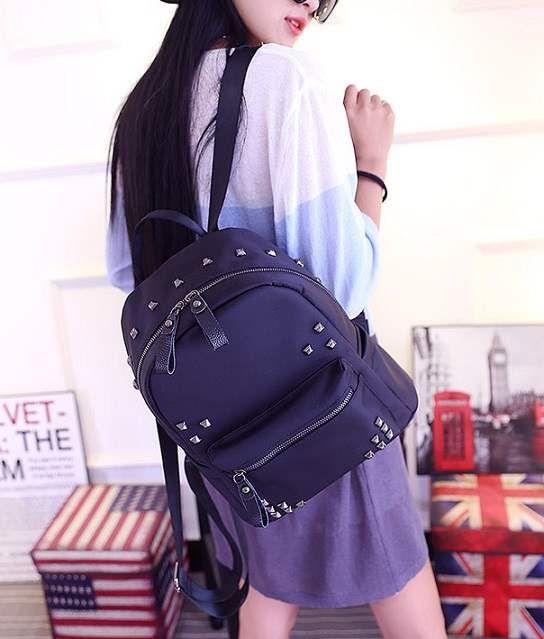 Jual Backpack Hitam, Backpack Import Murah - 21157 Black  Tinggi : 30cm  Lebar : 28cm  Tebal : 14cm  Cara Buka : Resleting  Bahan : Kain Parasut Berat : 600gr