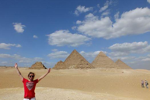 Vista panoramica de las pirámides de Guiza en tour por un día del puerto de Port Said y visita de la esfinje de Guiza, disfruta de su viaje en la zona de las piramides de Guiza #tour_cairo #dos_dias_en_cairo_tours #excursiones_en_tierra_Egipto #puerto_port_said_excursiones #Egipto_tours http://www.maestroegypttours.com/sp/Excursiones-en-Tierra/Excursiones-del-puerto-de-Port-Said/Excursion-a-El-Cairo-y-las-pir%C3%A1mides-por-un-d%C3%ADa-del-puerto-de-Port-Said
