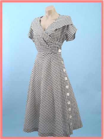 {via Vintage Style Files } 40s/50s gingham check day dress: 40S 50S Gingham, Buttons Up, 40S Style, Gingham Buttons, Buttons Fasten, Day Dresses, Buttons Dresses, 1950S Vintage, Gingham Dresses