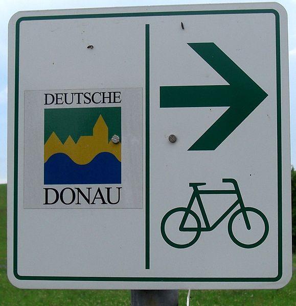 File:Donauradweg-Schild.JPG