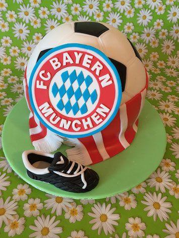 noch eine FC Bayern-Torte - Carlottas Backwahn                                                                                                                                                                                 Mehr