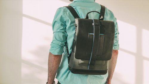"""Der Moovy Bag Intelligenter und organisatorischer Rucksack.  Die """"Moovy Bag"""" Tasche verdoppelt sich als mobiler Arbeitsplatz. Rucksäcke haben in den letzten Jahren eine Renaissance erfahren und sind mit modernster Technologie ausgestattet worden, um das Leben ein wenig einfacher zu machen.  #Allrounder #Lifestyle #moovybag #Rucksack #Trends #new #aktuell #funny #shopping #lifestyle #business #paris #Köln #Düsseldorf #München #newyork #news #products"""
