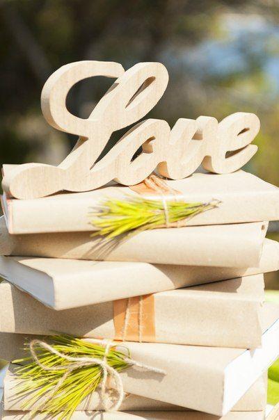 Στολισμός γάμου ρουστικ θέμα με ξύλινα γράμματα