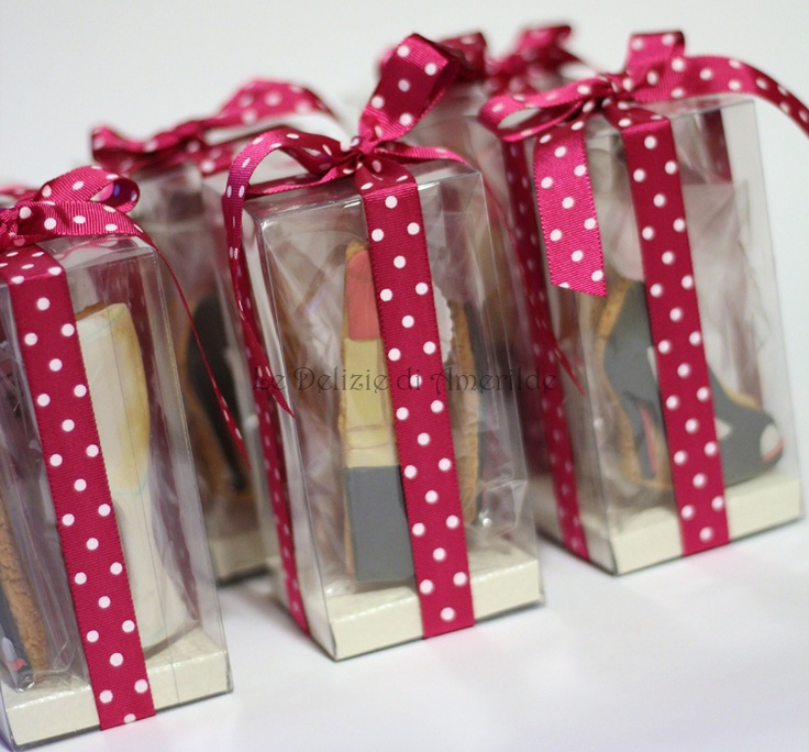 Le Delizie di Amerilde. Fashion cookies.  Gift away from www.ledeliziediamerilde.it