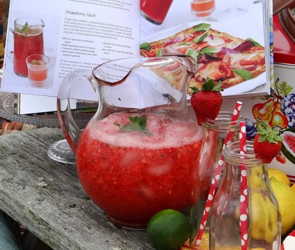 ...a quiet life...: a perfect day for a picnic~ Quench you thirst with Strawberry Slush!