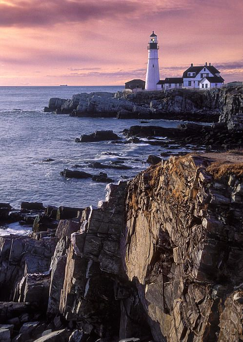 ah, the Portland Head Light; even after the fifth time going, it's absolutely insanely beautiful as if it were the first time I laid eyes on it. love Maine.