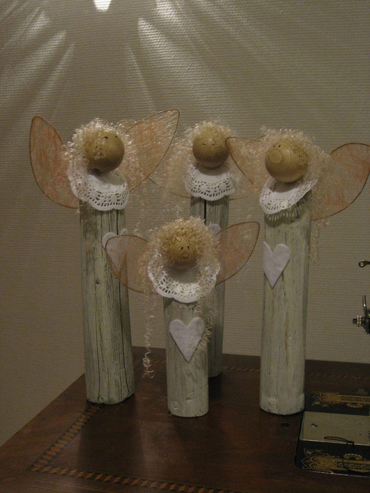 Hay pole angels,  singing as a choir