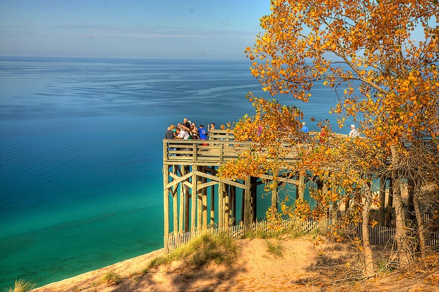Sleeping Bear Dune Overlook, near Glen Arbor & Empire, Michigan <3 (yes... that expanse, for as far as you can see in the background, is Lake Michigan) <3