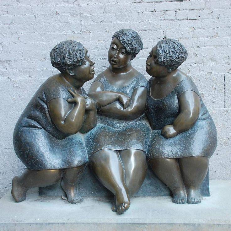 "I loved this sculpture (""Les chuchoteuses"") by Rose-Aimée Bélanger in #Montreal  #leschuchoteuses #canada #roseaiméebélanger #escultura #sculpture #arte #art by beliocrochet"