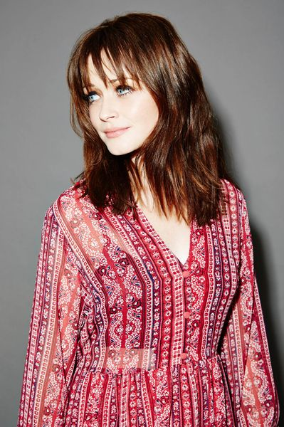 It's Rory Gilmore, all grown up...(via AlexisBledel2177449961.jpg (399×600))