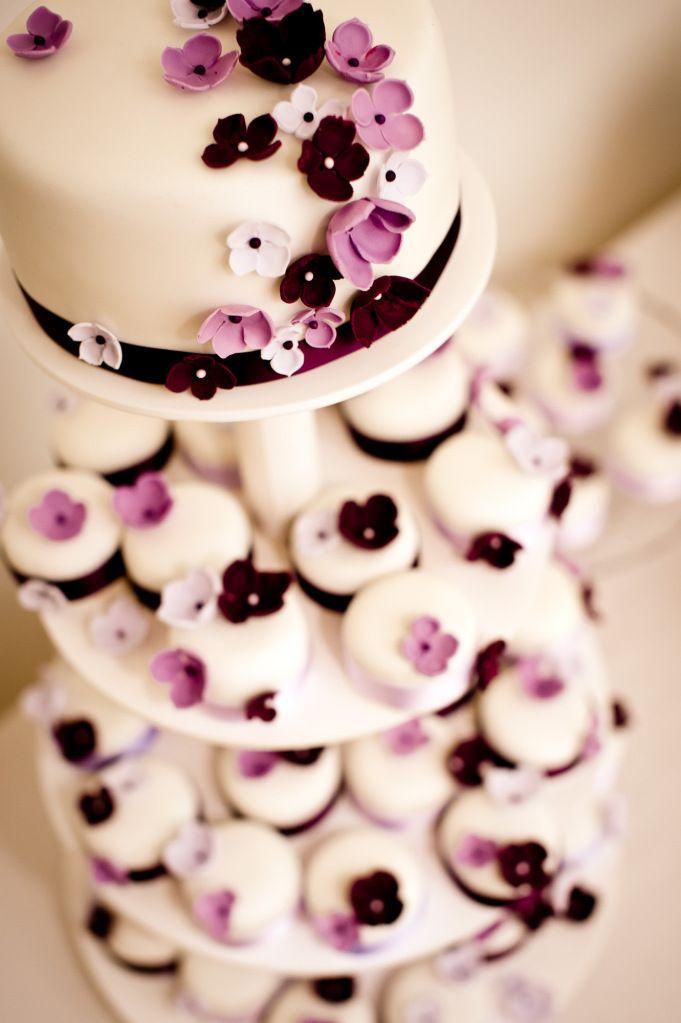 Torte cake lila purple flowers Blumen wedding Hochzeit Mehr