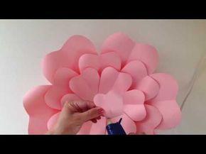 Como fazer uma linda flor de papel, aqui mostrarei o passo a passo e cada detalhe do DIY para fazer a paper flower. É fácil fazer as pétalas e toda a montage...