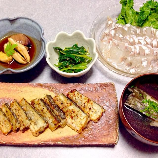 コチのお刺身、 コチの肝と真子と白子の煮物、 コチの骨焼き、 コチのお吸い物、 ほうれん草の胡麻和え です。 - 30件のもぐもぐ - コチ尽くし by Orie Ueki
