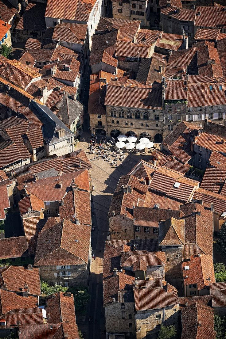 Figeac vue du ciel © CRT Midi-Pyrénées - Dominique Viet
