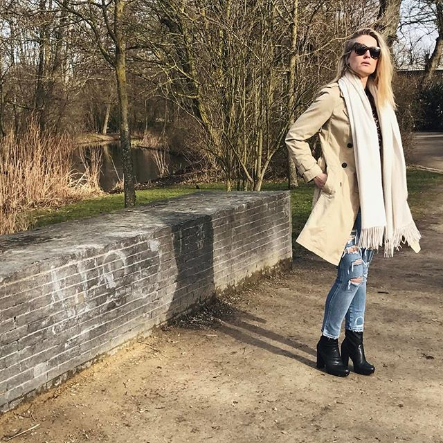 We can't wait to wear our spring outfits (even when it's still a bit too cold) style them with our scarfs to stay warm #InezCashmere . . . . #photooftheday#photography#springfashion#spring2017#spring#sunny#sunglases#ootd#lots#outfit#springoutfit#springlook#vondelpark#park#parkday#fashion#fashiongram#fashionpost#fashionstyle#fashionaddict#scarf#cashmere#silk#luxury#luxurylife#luxuryfashion#luxurylifestyle