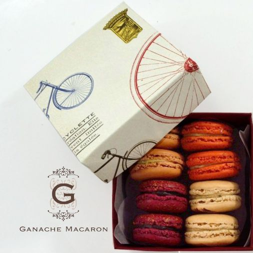 Handmade box of holiday macarons by Ganache Macaron. #GanacheMacaron #glutenfree #handmade #macarons #macaroons #HolidayMacarons #HolidayFlavours #ChristmasMacarons #WinterFlavours