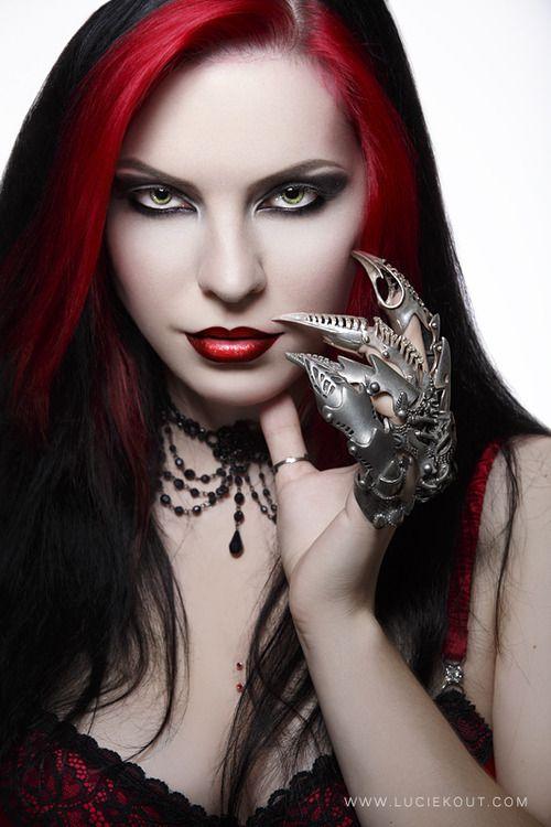 Kostenlose Bilder von jungen Gothic Girls, Heißes Mädchen nackt Inlineskaten
