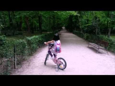 Claudia y #momentoBici Imaginarium - YouTube