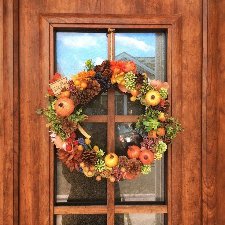 100均材料で作る簡単ハロウィンリース˚✧⁎⁺♡ LIMIA (リミア) #ハロウィン #Helloween #diy Fall Door, Fall Flowers, Flower Arrangements, Diy And Crafts, Floral Wreath, Wreaths, Seasons, Halloween, Interior