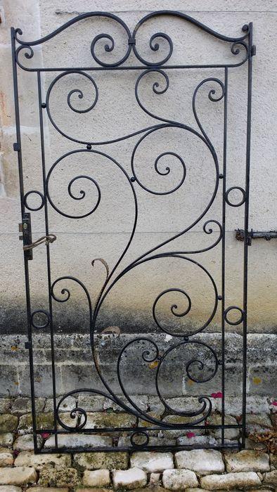 Lift deur in smeedijzer plaat met het stempel van Souchet in Parijs Frankrijk periode 1900  Mooie deur in smeedijzer met palm bladeren decor in vergulde plaatwerk.Deur uit een lift van een appartement in Hausman stijl.Hoogte 173 cmBreedte 88 cm  EUR 1.00  Meer informatie