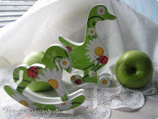 Поделка изделие Декупаж Игрушки деревянные лошадки  гуси разные  Дерево Краска Салфетки фото 1