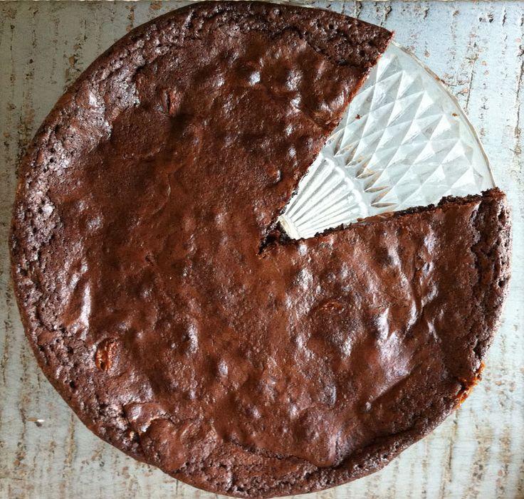 Sprød på toppen og cremet og sej indeni – det lyder vel som en okay brownie, ikk'? Det er…