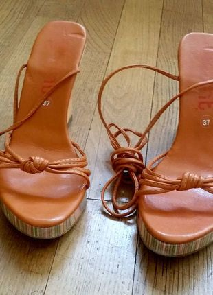 dorothy perkins wills compensés peach