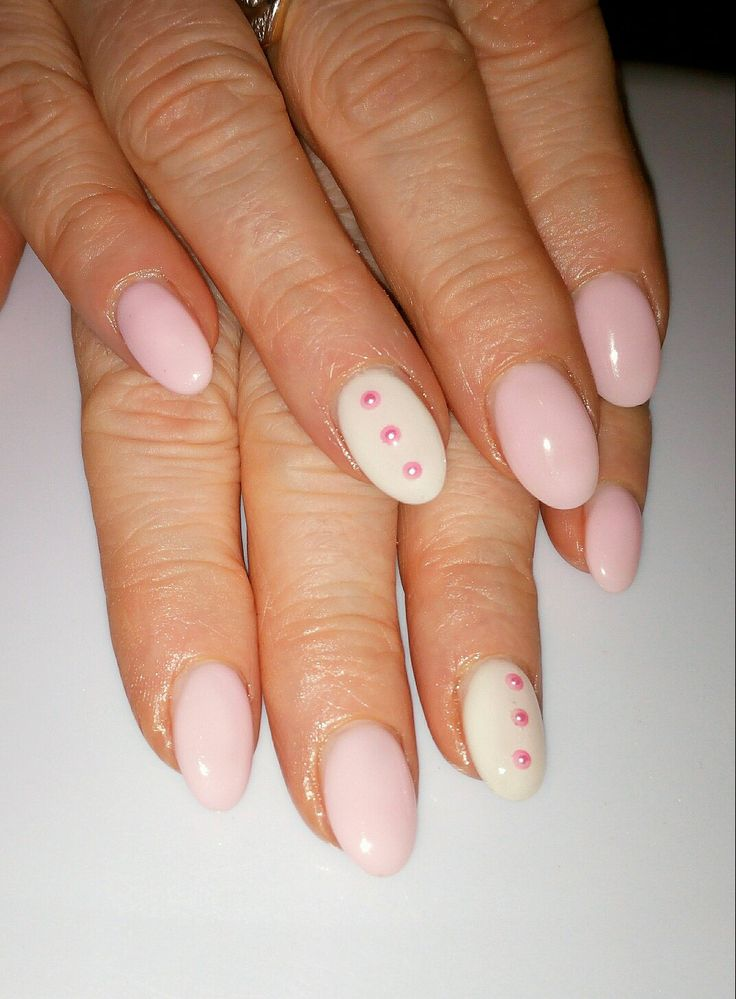 Unghie gel a mandorla rosa r bianco con perle