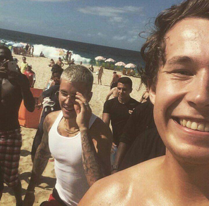 """polandjustinbieber: """"Justin na plaży w Rio de Janeiro, Brazylia (29.03) """""""