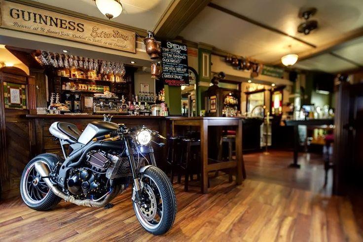 Moto Triumph Hellas: Triumph Speed Triple 1050 Cafe Racer