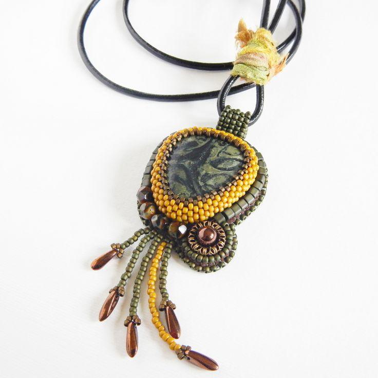 Leniwiec Domowy: Ethnic pendant with kambaba jasper