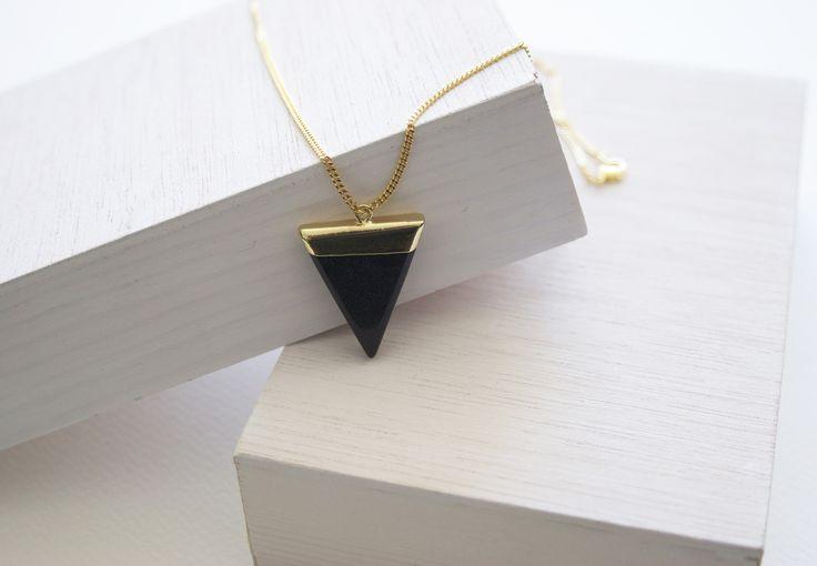 Collar Triangle Stone, piedra semi-preciosa marino.