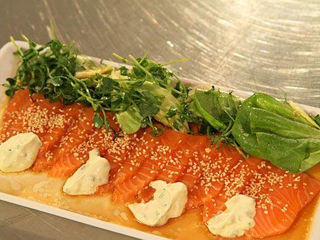 Sashimi med sesamsojadressing och wasabikräm