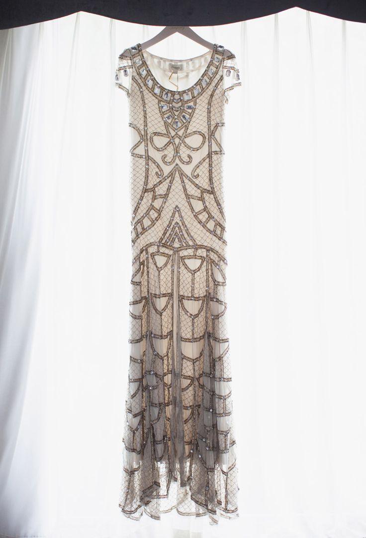 Krásné secesní šaty pro milovníky vitráží (via Brit + Co.)