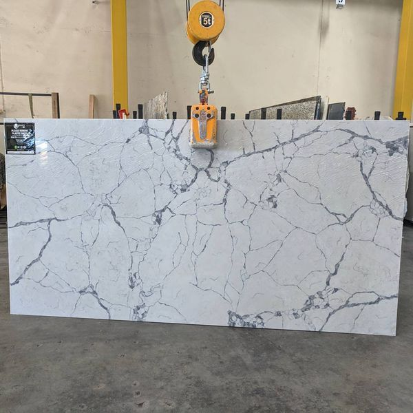 New Never Used Beautiful Calacatta Lago Quartz Slabs Large