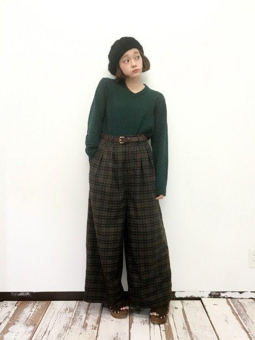 冬らしいレトロなクラシックワイドパンツもハイウエストなシルエットですっきりかっこよく決めて。 ハイウエストスカート・パンツ スタイル ファッション コーデ♪