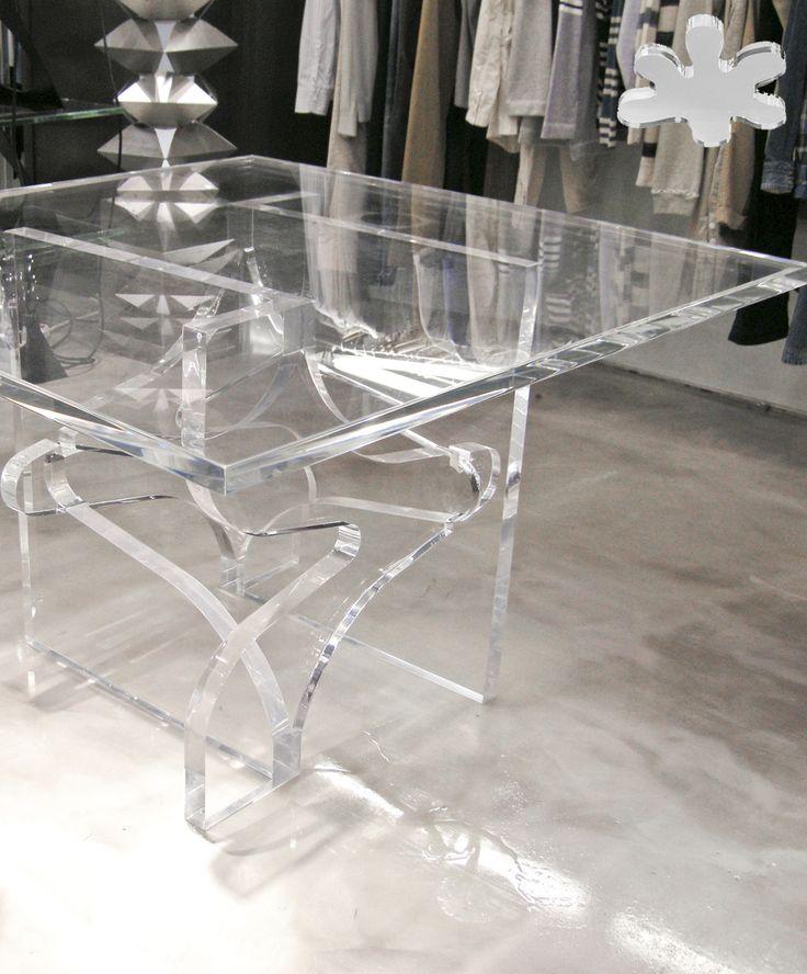 Acrylic interiors - Acrylic table 'ORIGAMI' -  design Kris Ruhs - for Carla Sozzani 10 Corso Como Milan. #modern #minimal #living #acrylic #plexiglass #design  #store #decor #interior http://www.eldoradosas.it/progetti-plexiglass-su-misura-large/corso-como-10.html