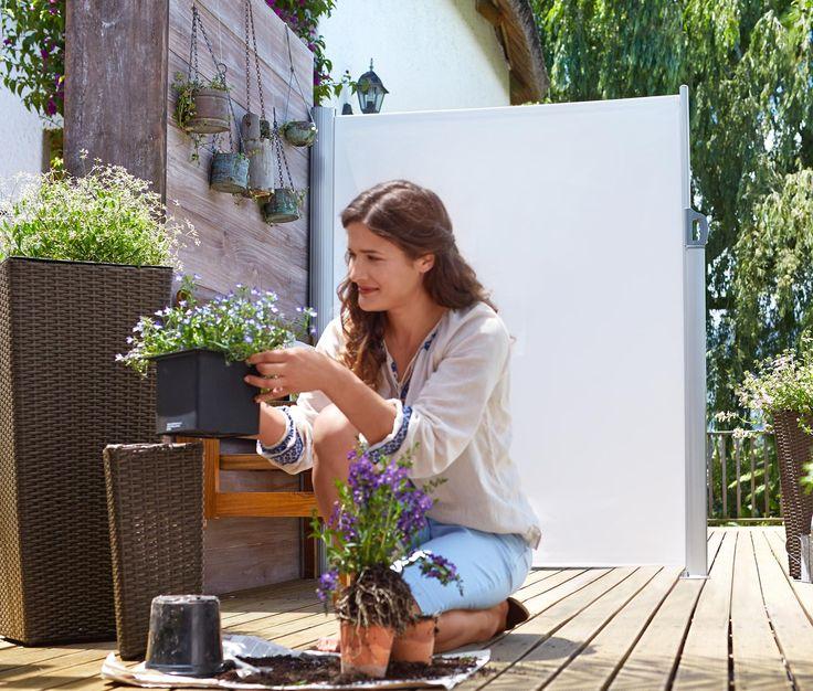 3290 Kč Tato vytahovací boční markýza slouží jako stabilní ochrana proti větru a zvědavým pohledům. Na terase nebo balkoně si tak můžete užívat slunce bez obav. Robustní materiál je odolný vůči UV záření a povětrnostním vlivům.