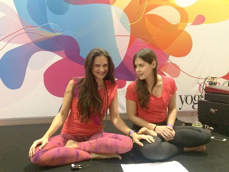 Impressions from the OM Yoga Show – Our London Wellicious Ambassadors Steph Knight and Nicole Heller live in action while co-teaching a typical Jivamukti class with lots of fun, props & and good vibes at the OM Yoga Show!