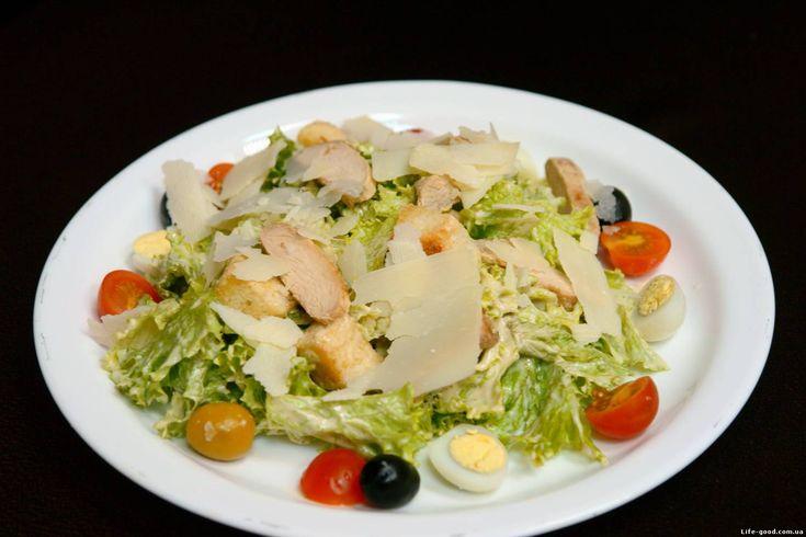 Цезарь - классический рецепт с курицей и сухариками