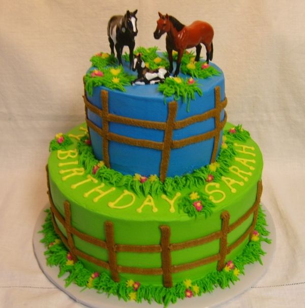 horse cake... I love these kind of cakes with cool pictures of horses and horse statues!