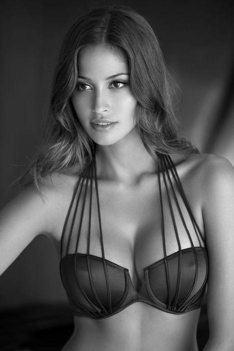 Isabela SonciniStrapless Dresses, Fashion, Sexy, Beautiful, Wedding Lingerie, Bath Suits, Black Lingerie, Good, Tans Line