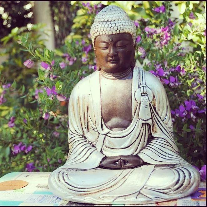 Buda en estado de meditación. Yeso patinado