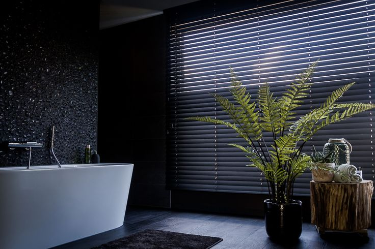 Badkamer in donkere tint